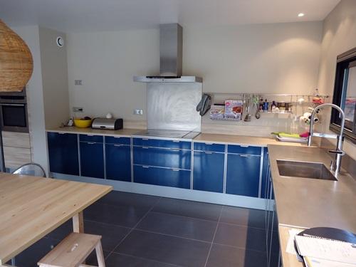 Cuisine bleu marine belle cuisine nous a fait l 39 aise for Cuisine bleu nuit et bois